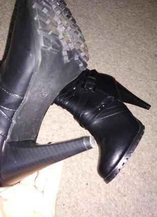 Демисезонные ботинки с оторочкой 39рр4
