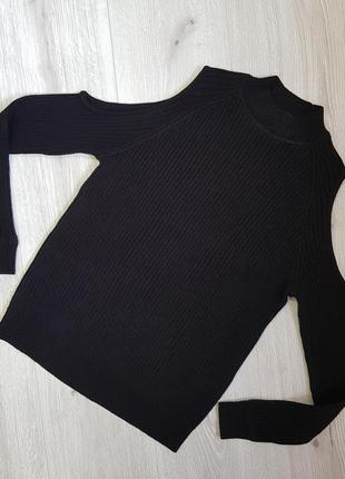 Черный вязанный свитер с открытими плечиками h&m s2