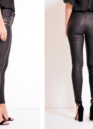 Трендовые черные джинсы denim co с напылением под кожу2