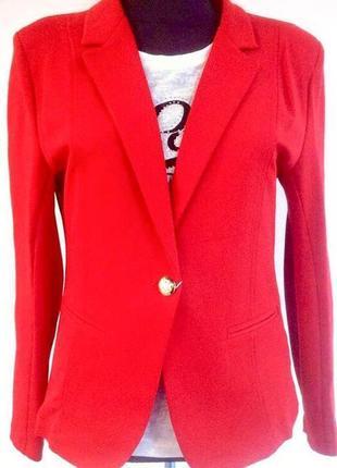 Пиджак жакет блейзер красного цвета приталенный двубортный на пуговицу1