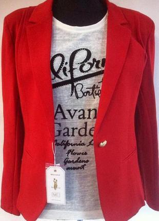 Пиджак жакет блейзер красного цвета приталенный двубортный на пуговицу2