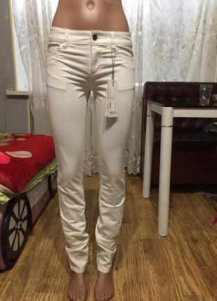 Белые джинсы esprit3