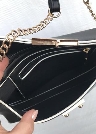 Модная сумка,чёрного цвета с золотистой фурнитурой!3