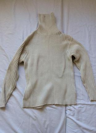 Теплый бежевый свитер в рубчик с высоким горлом2