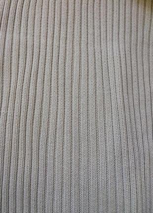Теплый бежевый свитер в рубчик с высоким горлом4