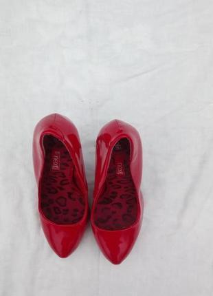Кожаные лаковые туфли размер35.5 ( uk 3)2