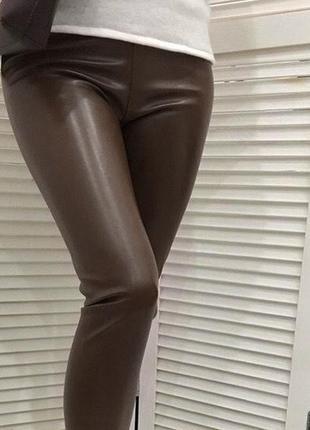 Женские лосины утепленные из эко-кожи коричневые3