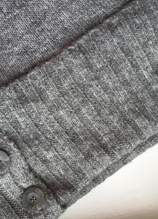 Модное мохеровое теплое платье с открытыми плечами миди5