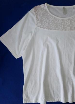Біла ніжна футболка з квіточками1