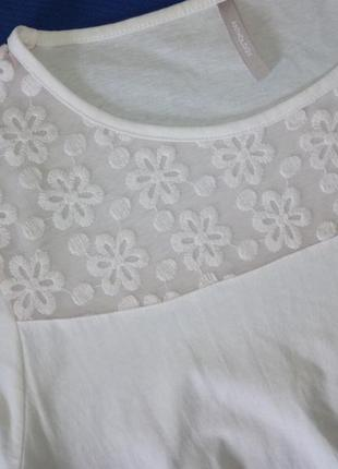 Біла ніжна футболка з квіточками2