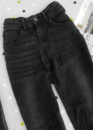 Черные джинсы с высокой посадкой3