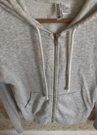 Спортивная кофта нежно серого цвета3