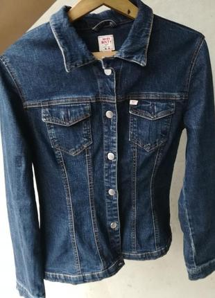 Джинсовый пиджак производства италии с рисунком4