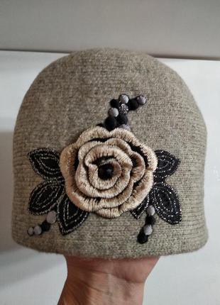 Женская шапка с красивой розой коллекция betina luxury польша1