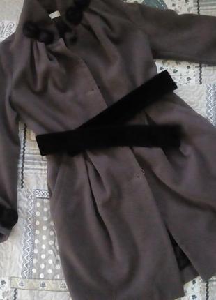 Оригінальне кашемірове пальто прикрасить любу красуню