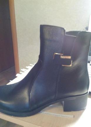 Женские черные ботинки на небольшом каблуке3