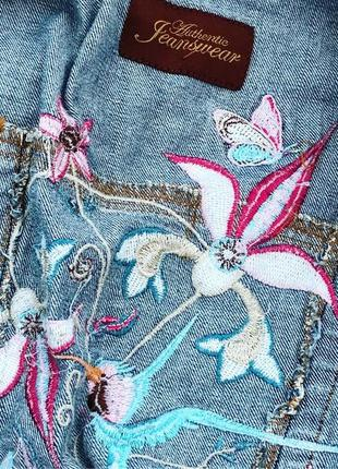 Крута джинсова курточка з вишивкою  e vei- розмір на бірці 103