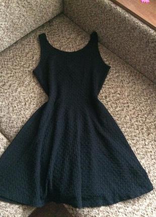 Чёрное платье из фактурной ткани1