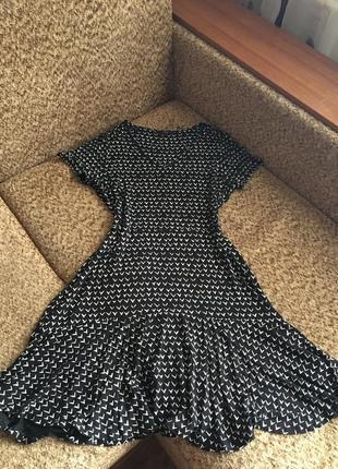 Трикотажное платье с интересным принтом1