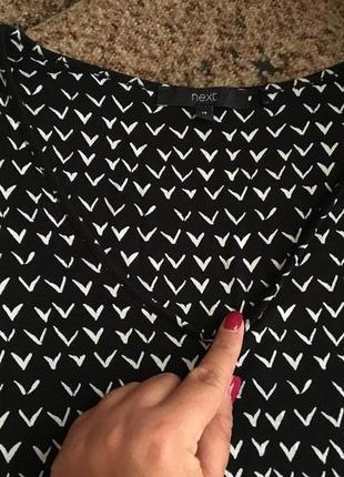 Трикотажное платье с интересным принтом2