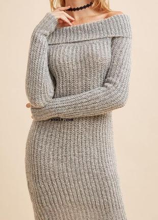 Модное мохеровое теплое платье с открытыми плечами миди1