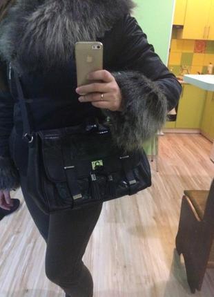 Женская сумочка clarks с анималистичным принтом под змеиную кожу1