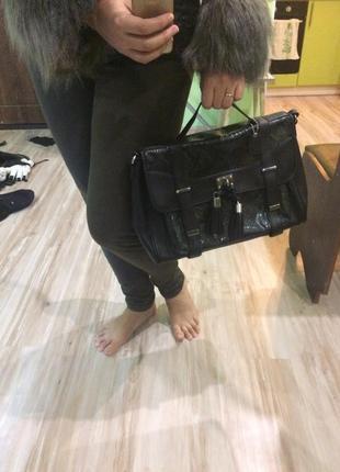 Женская сумочка clarks с анималистичным принтом под змеиную кожу2