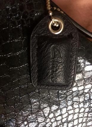 Женская сумочка clarks с анималистичным принтом под змеиную кожу3