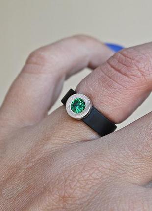 Каучуковое серебряное кольцо с золотом капля зеленое (р16,5-17) родированое2
