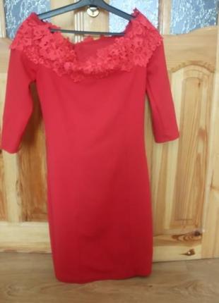 Шикарне плаття з відкритими плечима1