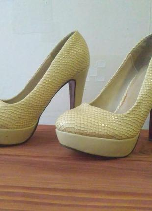 Очень красивые лаковые туфли, с красной подошвой2