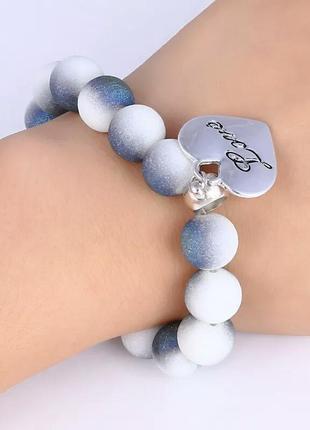 Браслет с сердечком белый серый серебряный3