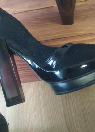 Стильные итальянские туфли pollini с прозрачным каблуком5