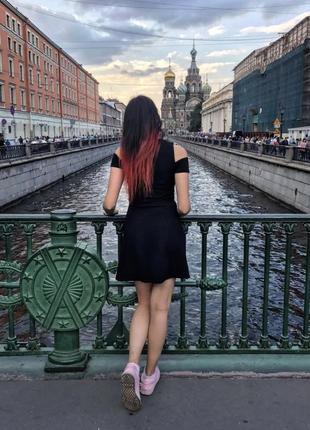 Платье черное с вырезами на плечах3