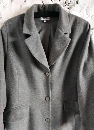 Актуальное шерстяное пальто