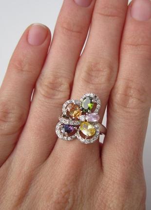 Яркое разноцветное кольцо с фианитами2