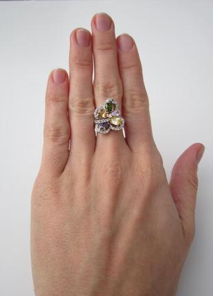 Яркое разноцветное кольцо с фианитами3