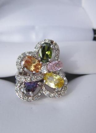 Яркое разноцветное кольцо с фианитами1