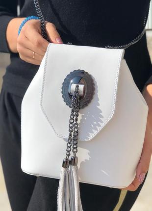 Стильная сумочка в белом цвете2