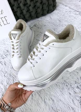 Кожаные зимние кроссовки в стиле guess. 36-402
