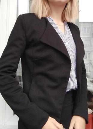 Черный жакет пиджак рубчик классика кардиган воротник стойка подклада офисный стиль1
