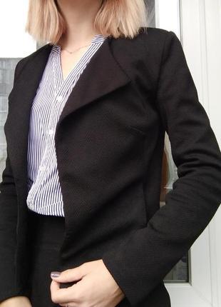 Черный жакет пиджак рубчик классика кардиган воротник стойка подклада офисный стиль2
