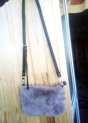 Малелькая меховая сумочка от next3