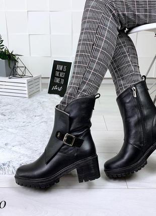Кожаные зимние ботинки на среднем каблуке с пряжкой. 36-405