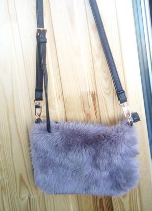 Малелькая меховая сумочка от next1