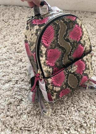 Рюкзак в змеиный принт victoria's secret3