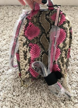 Рюкзак в змеиный принт victoria's secret4