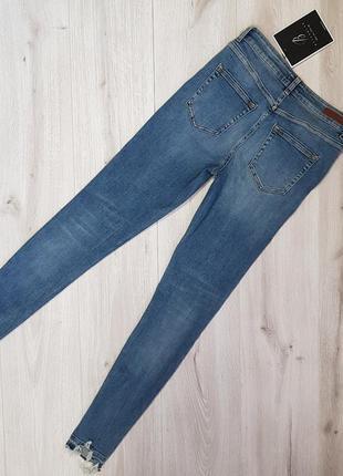 Джинсы pieces m,синие джинсы с обтрепаным низом,джинсы с необработанным низом5