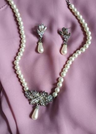 Набор из исскуственного жемчуга колье и сережки