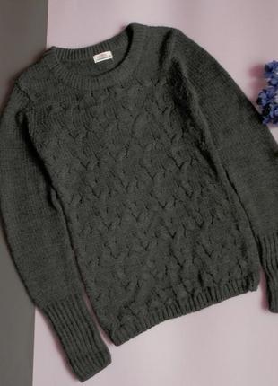 Теплый графитовый свитер с косами от clockhouse